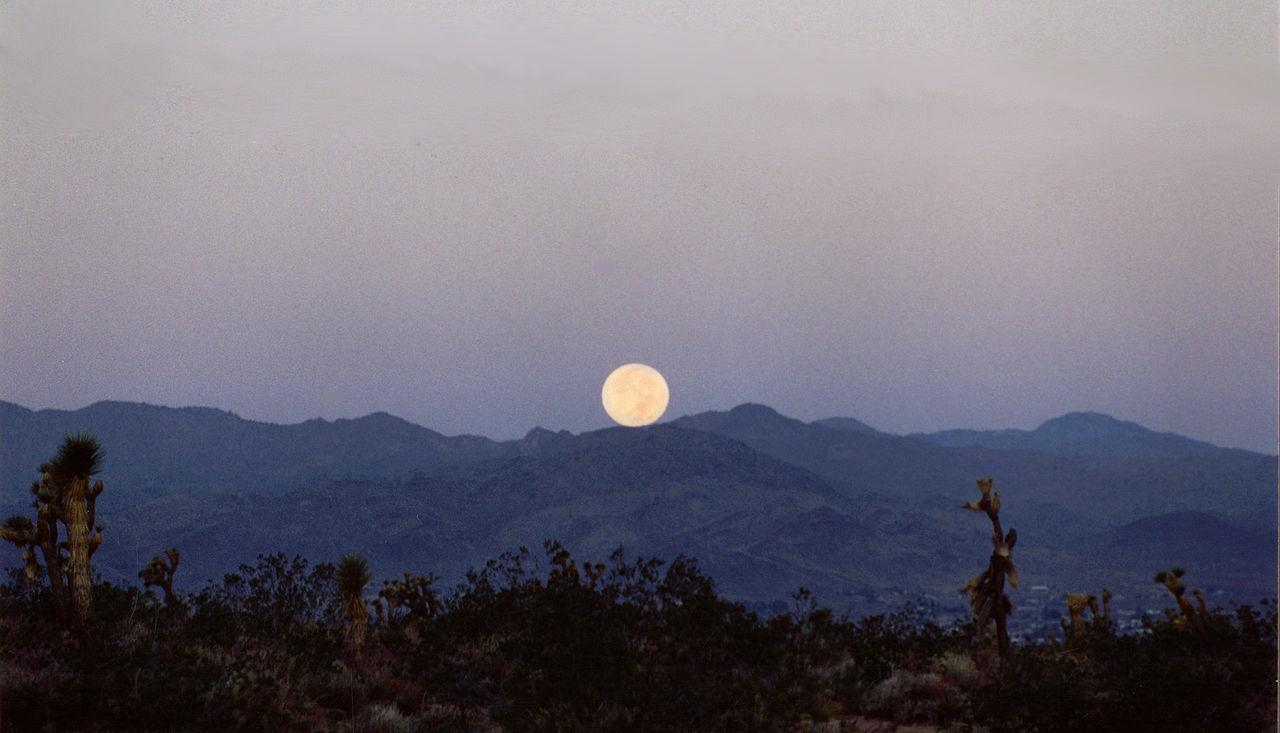 1280px-mountain_moonset
