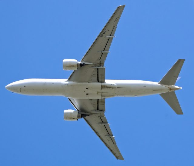 saudi_arabian_airlines_b777-200er_hz-akc_departs_london_heathrow_15aug2008_arp