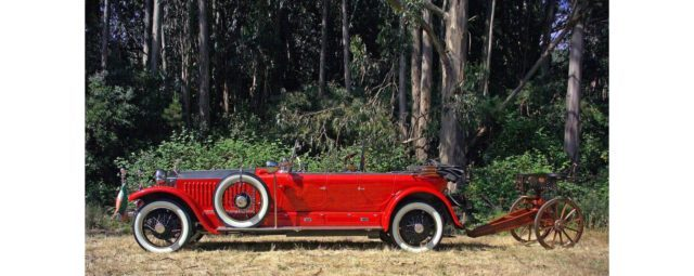 A look on the complete car, together with the carriage-mounted machine gun. Source: Bonhams