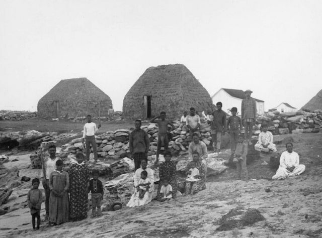 A group of villagers at Puʻuwai Beach settlement, Niʻihau in 1885. Photograph taken by Francis Sinclair, son of Elizabeth McHutchison Sinclair.