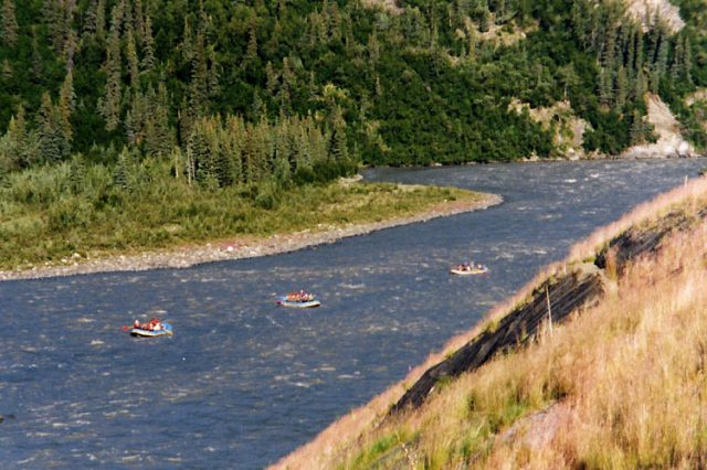 Nenana river rafters – Author: Stan Shebs – CC BY-SA 3.0
