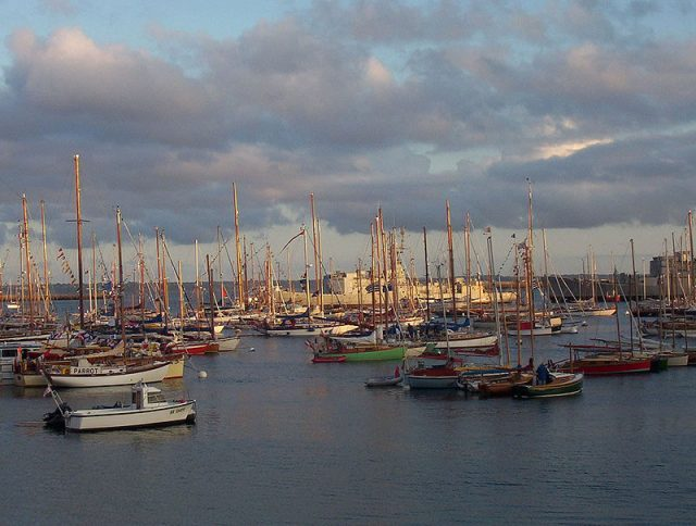 "Sailing boats during ""Brest 2004"". Photo credit"