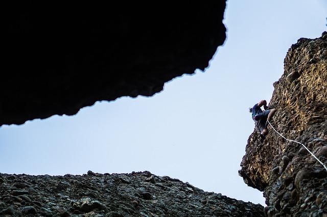 sport climbing vs trad climbing