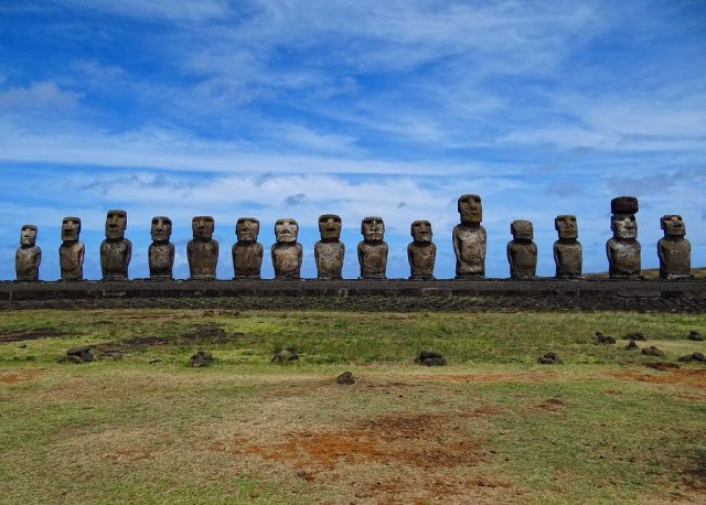 All the fifteen standing moai of Ahu Tongariki – Author: Bjørn Christian Tørrissen – CC BY 2.0