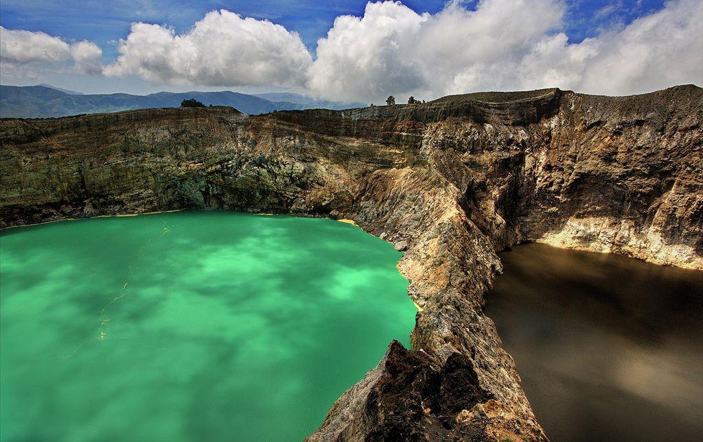 Kelimutu crater lakes, Flores Island, Indonesia - Author: Neil, WWW.NEILSRTW.BLOGSPOT.COM Malaysia - CC BY 2.0
