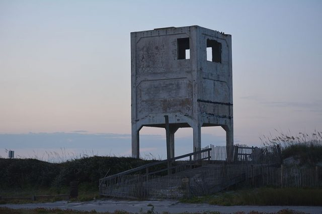 Observation tower – Author: Wcleeuwenburg – CC BY-SA 3.0