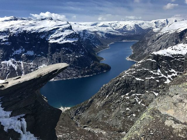 Trolltunga in Odda, Norway. – Author: kallerna – CC BY-SA 3.0