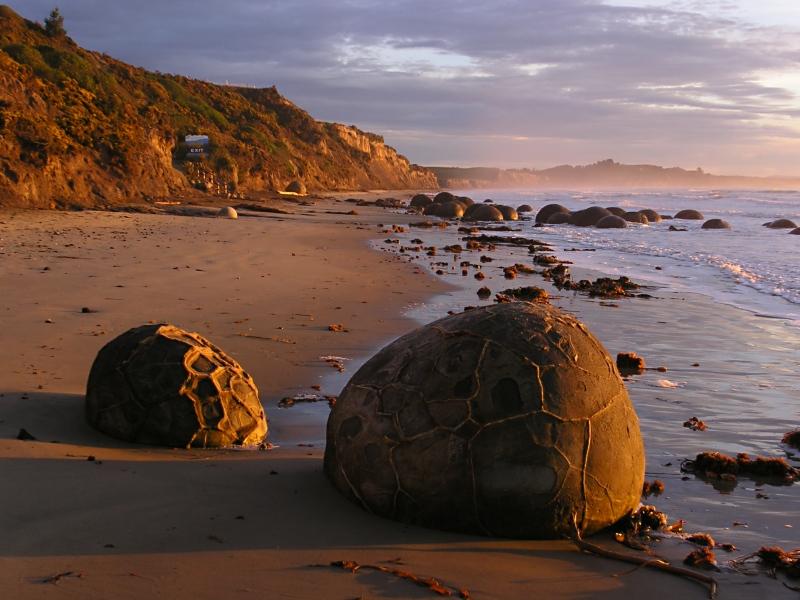 The Moeraki Boulders at sunrise - Author: Karsten Sperling - CC BY-SA 2.0