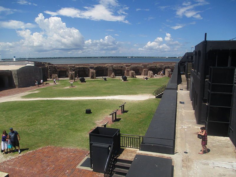 The interior of Fort Sumter from the top of the fort – Author: Billy Hathorn – CC BY-SA 3.0