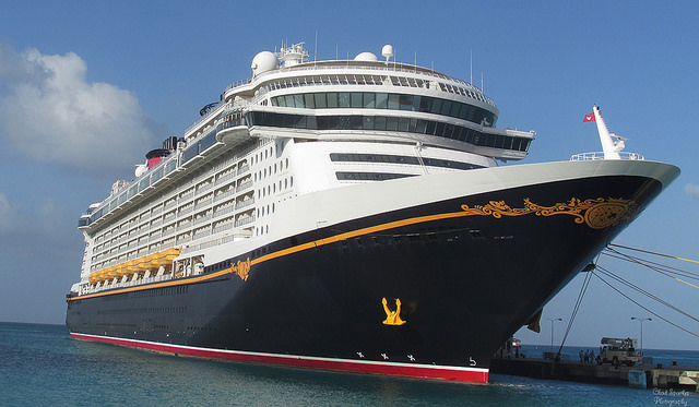 Disney's Fantasy Cruise Ship – Author: Chad Sparkes – CC BY 2.0