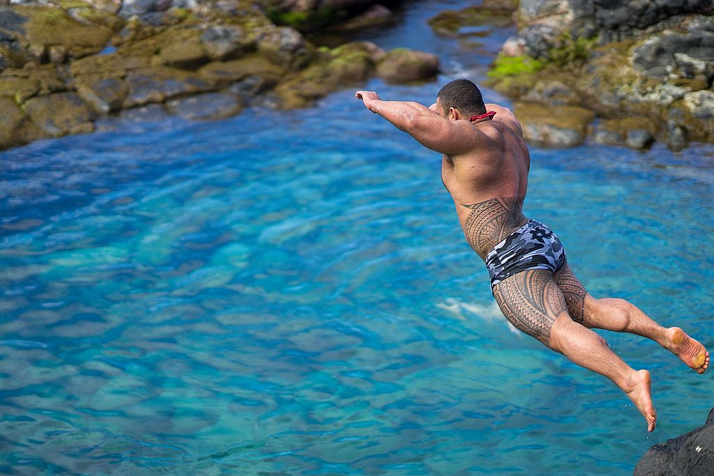 The Queens Bath was deep enough for cliff jumping...water was warm and inviting, perfect for this - Author:  California Cow - CC BY 2.0