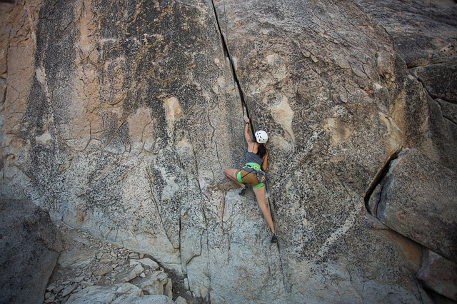 how to lead climb safely