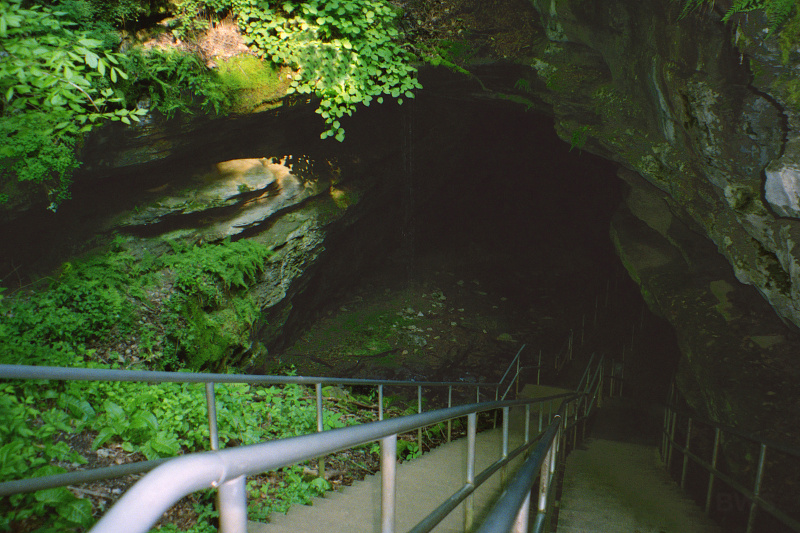 Mammoth Cave National Park, Kentucky, USA – historic entrance – Author: Brian W. Schaller
