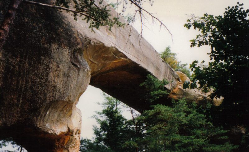 Skybridge arch – Red River Gorge, Kentucky – Author: Smokemob – CC-BY 3.0