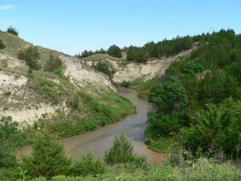 Dismal River, looking downstream (east) from Nebraska Highway 97 crossing in Hooker County – Author: Ammodramus