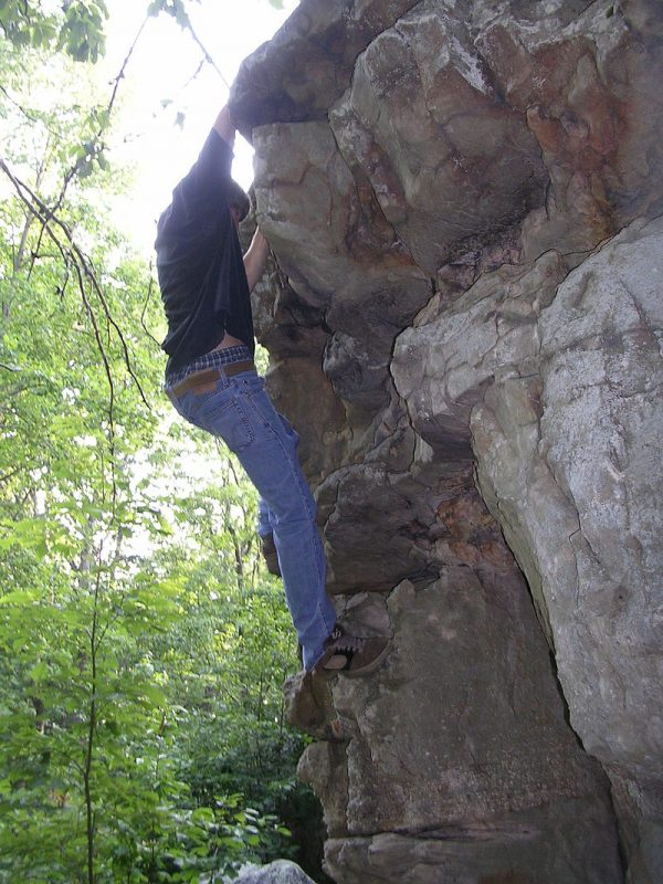 Bouldering at Horse Pens 40 – Author: Rivers Langley – CC BY-SA 3.0