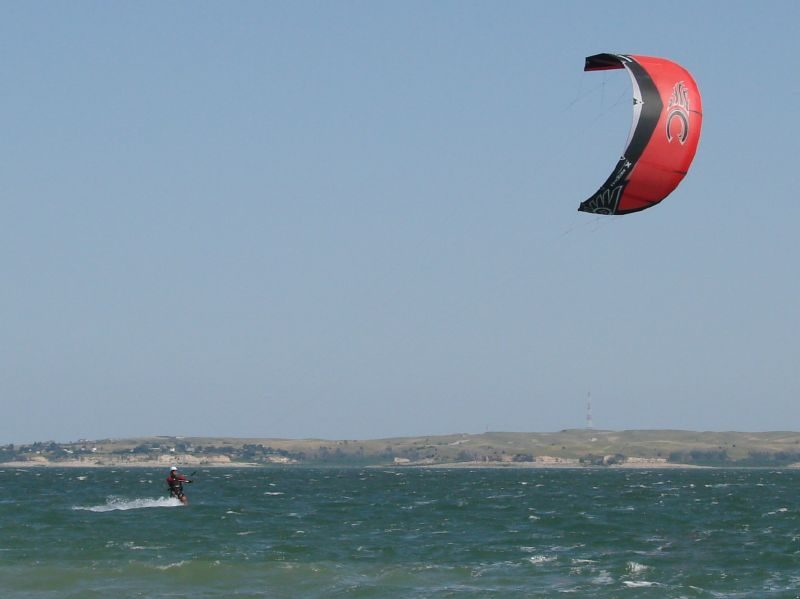 Lake McConaughy Kite Surfing – Author: Vicki Watkins – CC-BY 2.0