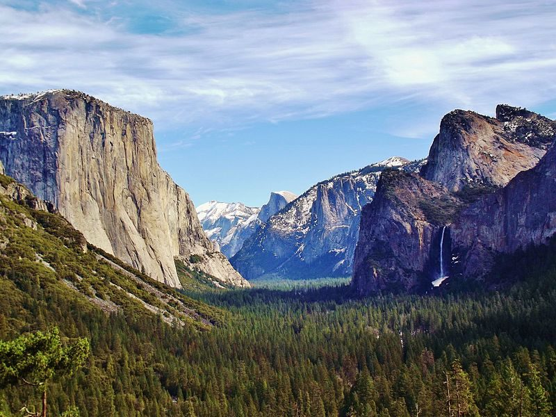 Yosemite Valley from Wawona Tunnel view – Author: Mark J. Miller – CC BY-SA 3.0