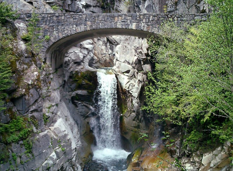 Christine Falls, one of many waterfalls visible from a short walk from the main road – Author: Mr.Z-man – CC BY-SA 3.0