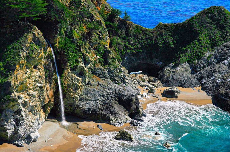 McWay Falls and Cove, Big Sur – Author: Brocken Inaglory – CC BY-SA 3.0