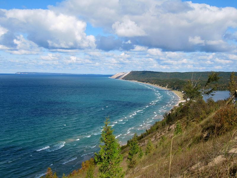 Empire Bluffs Trail view of Sleeping Bear Dunes National Lakeshore and Lake Michigan – Author: Rachel Kramer – CC BY 2.0