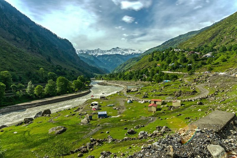 Kaghan is a popular tourist destination because of its dramatic mountain scenery – Author: Skazimr – CC BY-SA 3.0