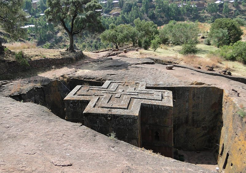 The Church of Saint George, one of many churches hewn into the rocky hills of Lalibela – Author: Bernard Gagnon – CC BY-SA 3.0