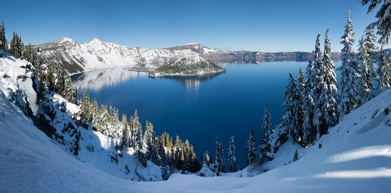 Panoramic winter view of Crater Lake in Crater Lake National Park, Oregon – Author: WolfmanSF – CC BY-SA 3.0