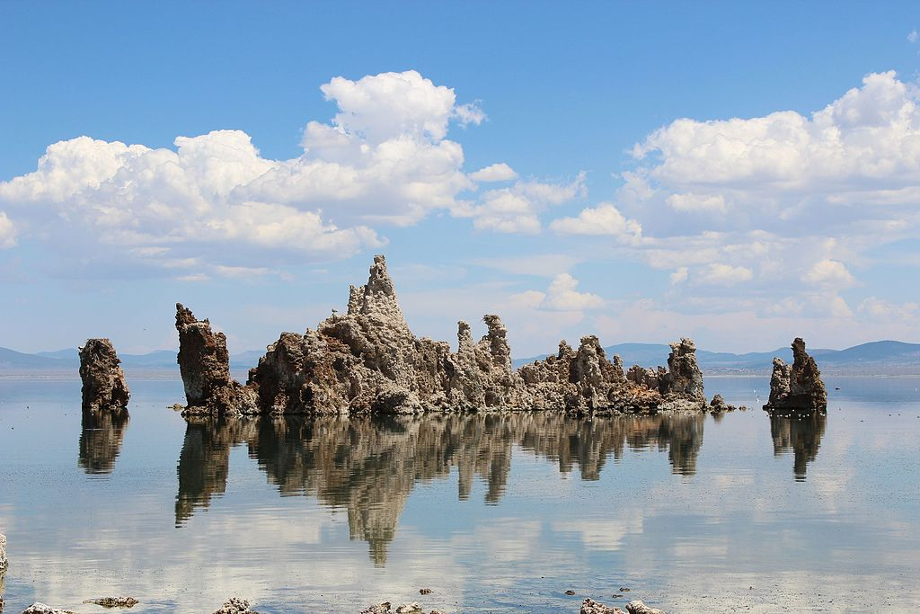"Mono Lake's ""South Tufa"" area - Author: Vezoy  - CC BY-SA 3.0"