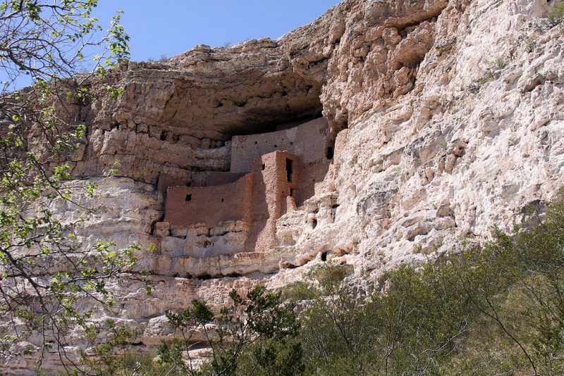 Montezuma's castle in Arizona – Tomas Castelazo – CC BY-SA 3.0
