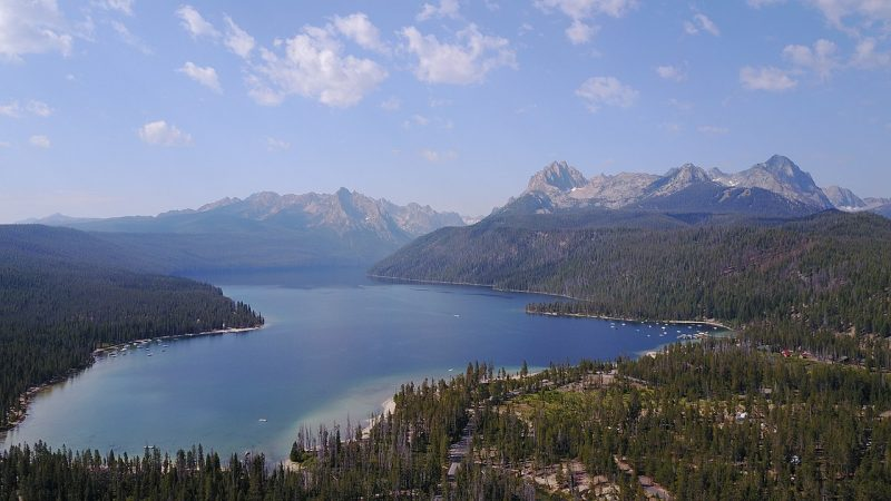 Redfish Lake taken from a drone – Author: HalcyonToast – CC BY-SA 4.0