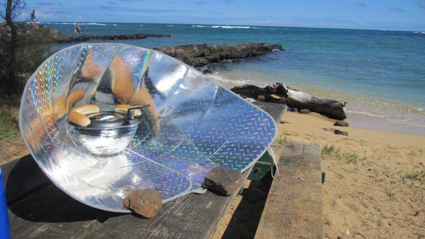 Solar funnel cooker - Author: Erik Burton - CC BY 2.0