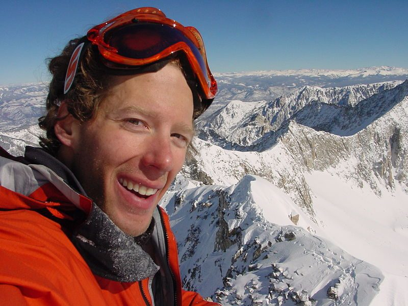 Aron Ralston standing in the snow on the top of Capitol Peak – Author: Aron Ralston – CC BY-SA 3.0