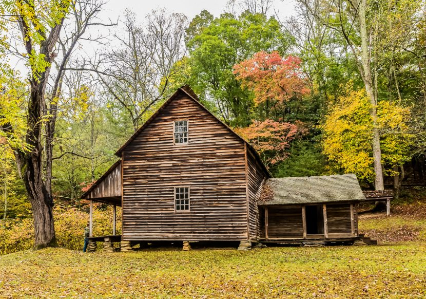 vintage log house along the Tennessee coves