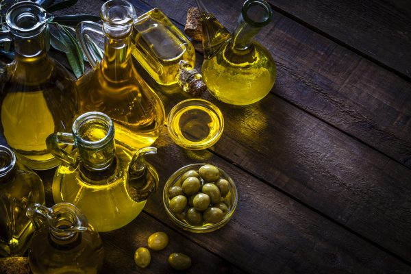 Vegetable oil can boost your energy, stop head lice, and reduce skin irritation and the pain from bug bites