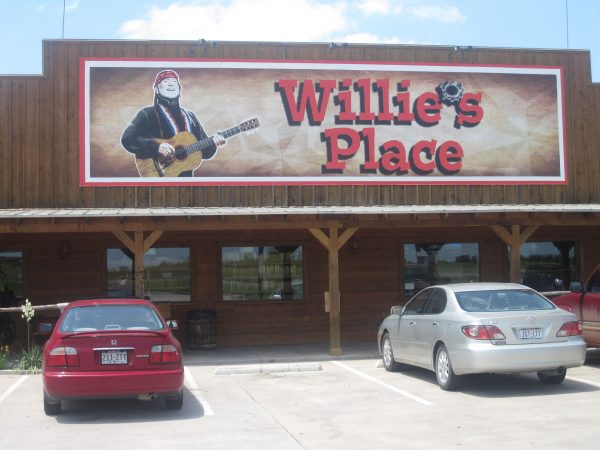 In 2008, Nelson reopened the truck stop Willie's Place near Hillsboro, Texas. Billy Hathorn -CC BY 3.0