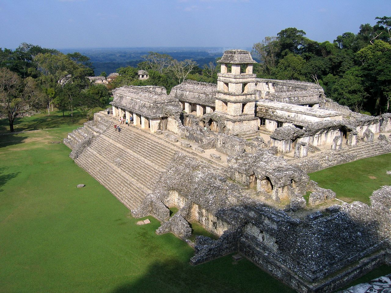 Classic Period royal palace at Palenque. Peter Andersen  - CC BY-SA 3.0